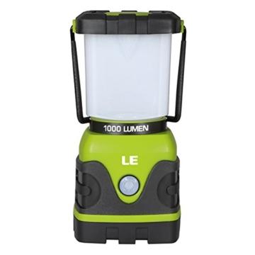LE 1000lm Campinglampe, 3 Helligkeiten dimmbar, Batteriebetrieben LED Campingleuchte für Stromausfällen, Wandern, Camping, Notfall, Ausfälle usw. -